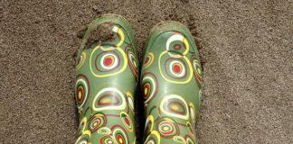 Dziecięce buty do zadań specjalnych – jak dobrać kalosze?